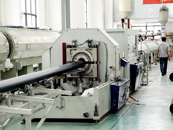 中塑PE管生产线
