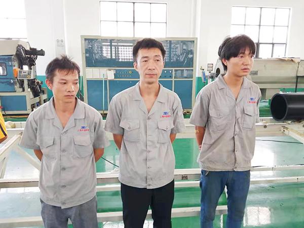 中塑服务人员-4